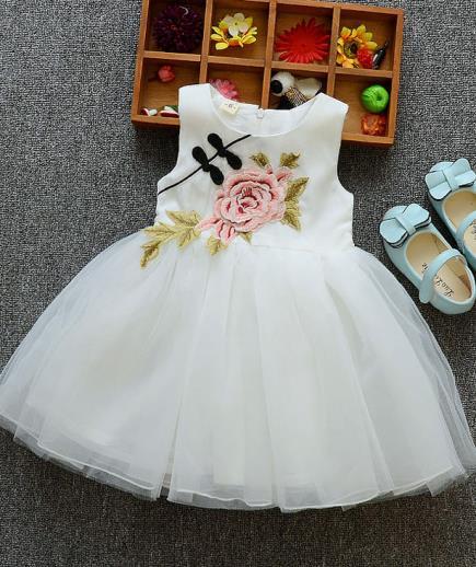 Đầm công chúa bé gái đính hoa hồng phối nút vải