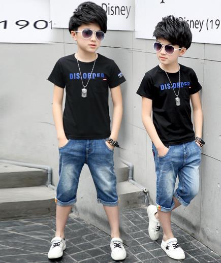 Bộ đồ bé trai áo thun quần jean lững