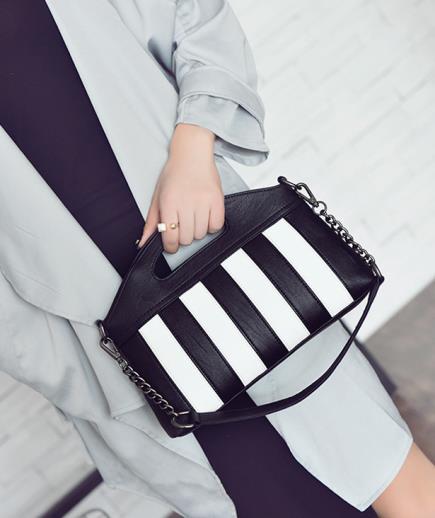 Túi xách cầm tay có dây đeo họa tiết kẻ sọc