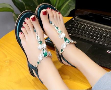 Sandal bệt xỏ ngón đính đá
