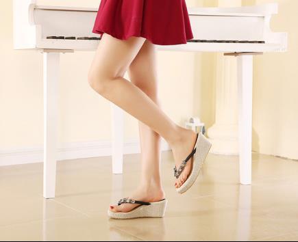 Sandal xỏ ngón đế xuồng đính hoa mai 6cm
