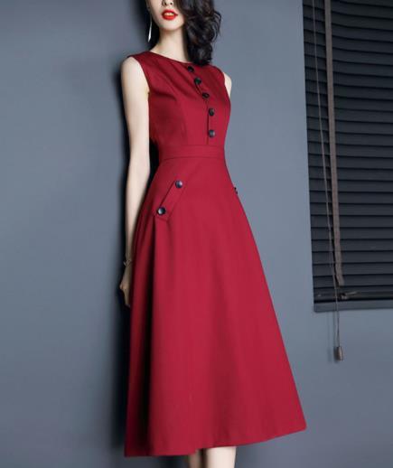 Đầm dáng dài sát phong cách cổ điển
