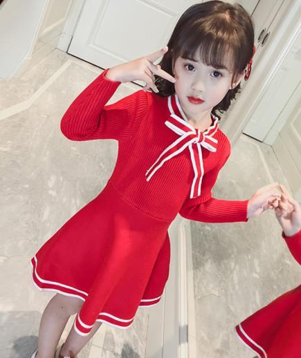 Đầm len xòe thắt nơ bé gái
