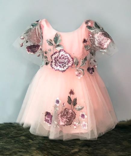 Đầm xòe công chúa đính hoa hồng