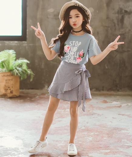 Sét áo thun chân váy kẻ sọc bé gái