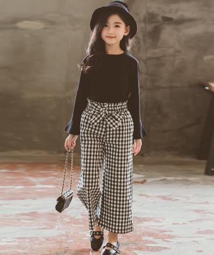 Bộ quần caro áo thun dài tay bé gái
