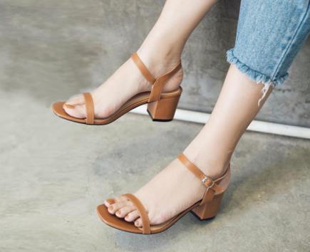 Sandal gót vuông dây mảnh