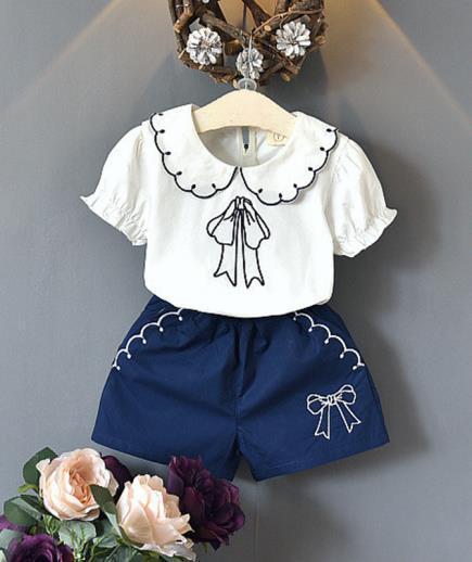 Bộ đồ áo cổ sen phối quần họa tiết nơ bé gái