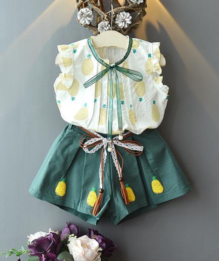 Bộ đồ bé gái áo tay bèo phối quần short họa tiết trái dứa