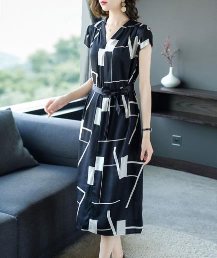Đầm suông dáng dài họa tiết phối dây nơ