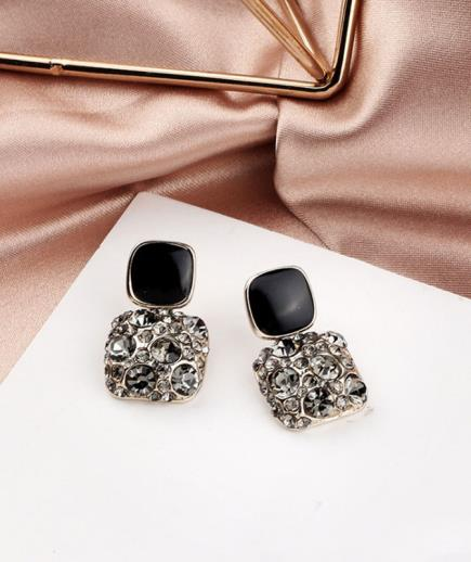 Bông tay kim cương hình vuông