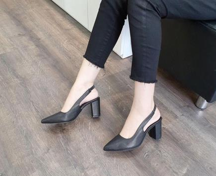 Giày gót vuông bít mũi quai thun hậu