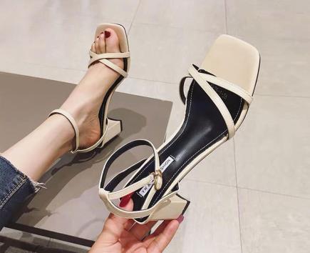 Giày gót trụ quai chéo X mũi vuông