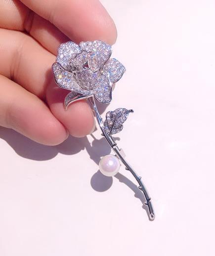 Trâm cài áo hoa hồng đính kim cương nhân tạo
