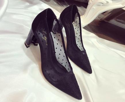 Giày gót cách điệu quai chấm bi