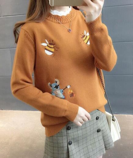 Áo len dệt kim họa tiết con ong