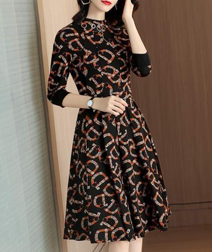 Đầm xòe thun cổ cao in họa tiết