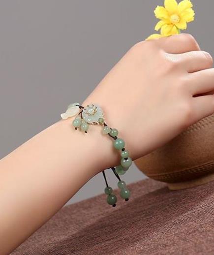 Vòng tay hoa ngọc bích