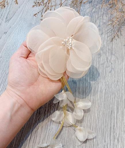 Trâm cài áo hoa vải đính hạt