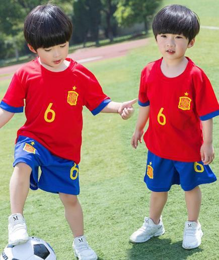 Bộ quần áo thể thao số 6