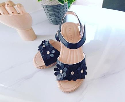 Giày sandal bé gái quai bản gắn hoa