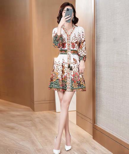 Đầm xòe vintage họa tiết hoa dài tay