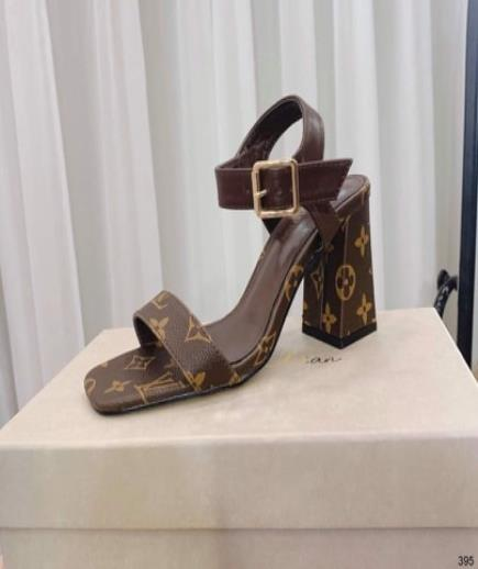 Sandal quai hậu họa tiết hoa 7cm