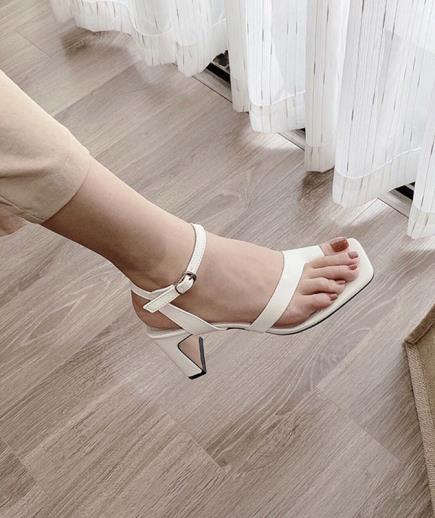 Giày gót dẹp mũi vuông xỏ ngón 7cm