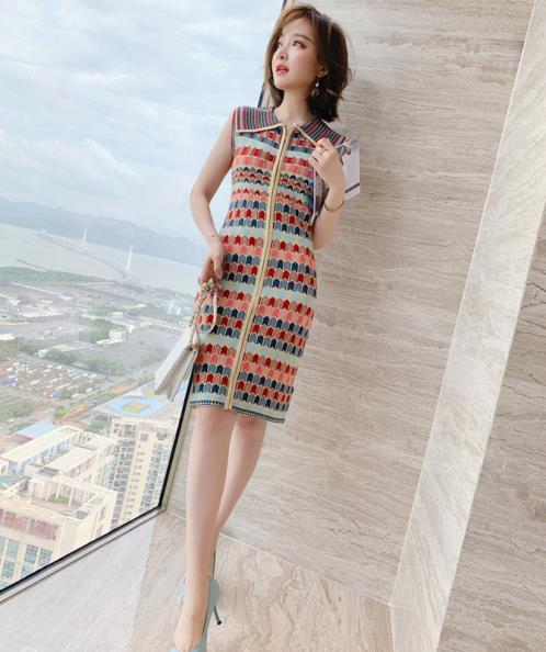 Đầm len dệt kim dáng ôm họa tiết đa sắc
