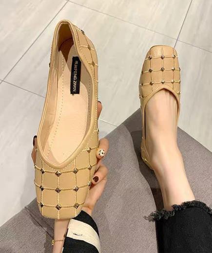 Giày búp bê nạm đinh mũi vuông 1cm