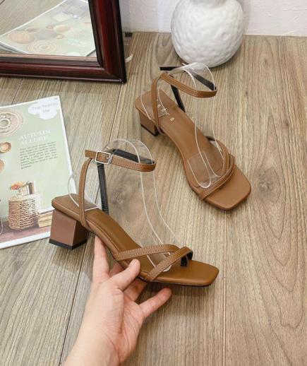 Giày sandal dây mảnh xỏ ngón 5cm