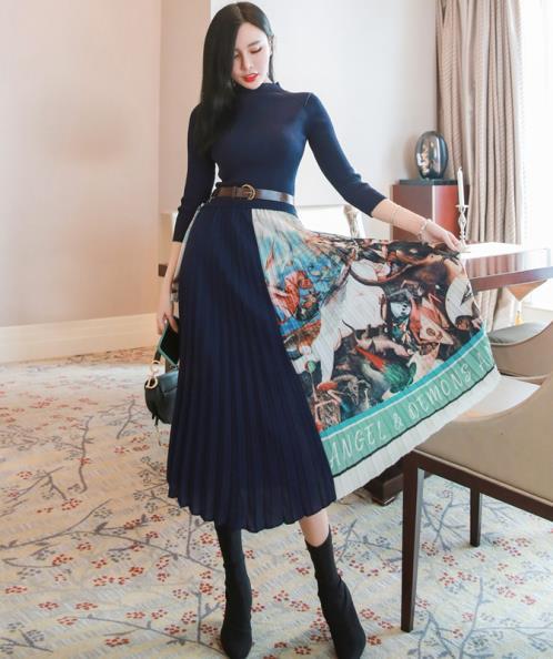 Đầm len dệt kim phối lụa đập ly họa tiết cổ tích