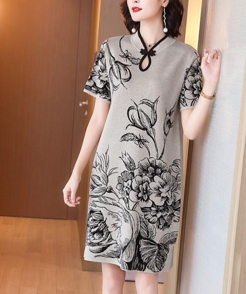 Đầm suông len cổ tàu tay ngắn họa tiết hoa