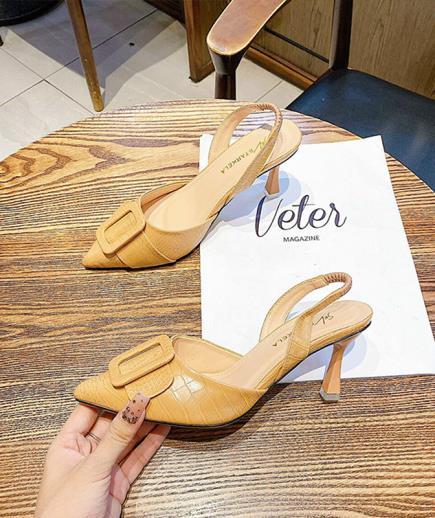 Giày cao gót gắn khóa vuông 7cm
