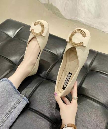 Giày bệt mũi vuông 1cm phối họa tiết chữ C