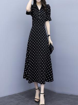 Đầm xòe dáng dài cổ vest họa tiết chấm bi