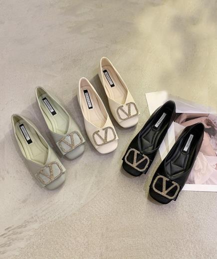 Giày bệt mũi vuông 1cm phối họa tiết chữ V