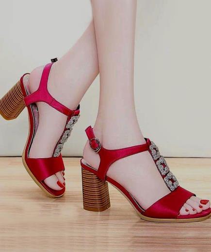 Sandal hở mũi quai đá 7cm