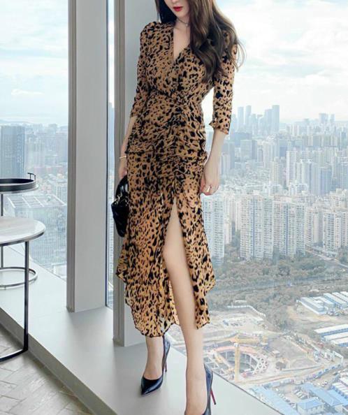 Đầm maxi họa tiết beo xẻ đùi dài tay