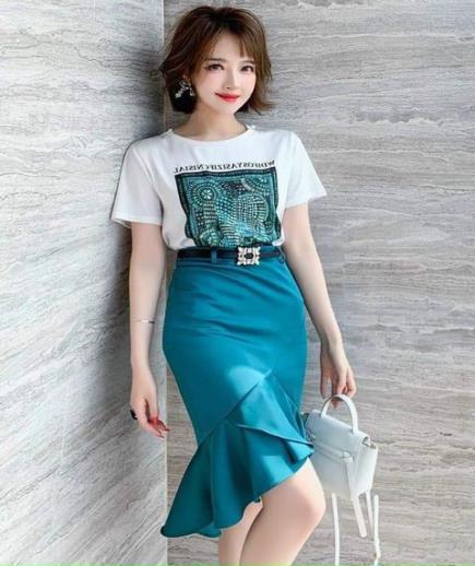 Set áo thun họa tiết phối chân váy cách điệu