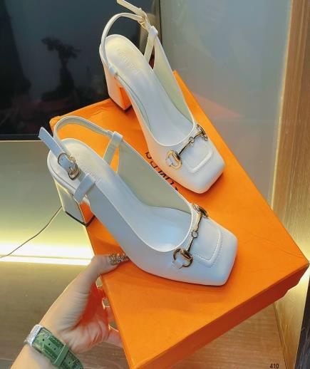 Giày gót trụ mũi vuông phối khóa vàng 7cm