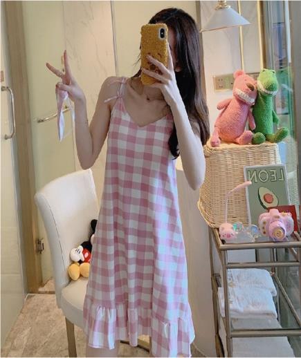 Đầm mặc nhà hai dây họa tiết caro hồng