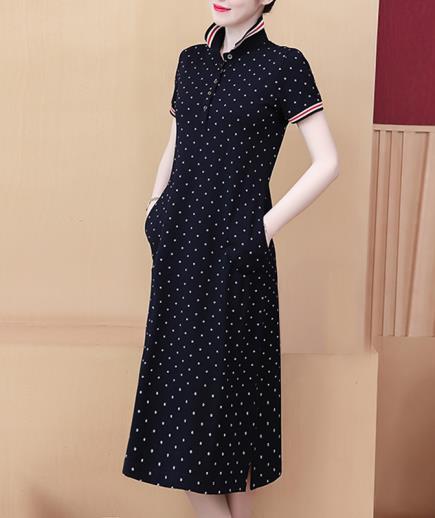 Đầm suông thun cổ bẻ chấm bi dáng dài